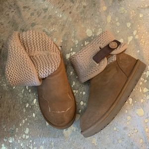 Crochet Ugg Boots with Leather Strap
